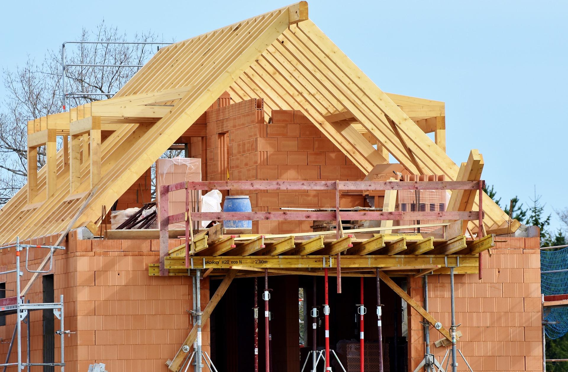Jak przebiega proces budowy dachów i co jest w nim najistotniejsze?